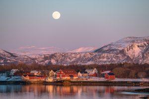 Arctic Moonrise_Derek Gould